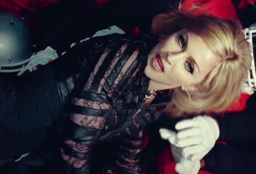 Madonna : Give Me All Your Luvin (Video)